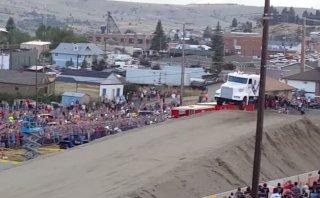 YouTube: Récord del salto más largo con un camión