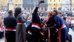 Ministros se tomaron fotos cuando Humala daba discurso
