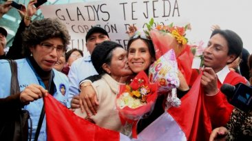 Gladys Tejeda regresó al Perú y tuvo gran recibimiento