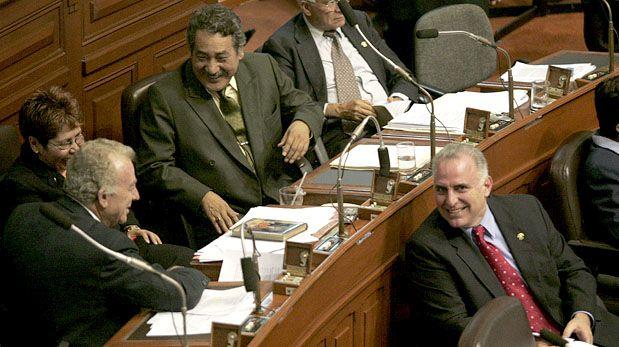 LIMA, 13 DEOCTUBRE DEL 2004SESION PLENARIA DEL CONGRESO DE LA REPUBLICA. VISTA DE PARLAMENTARIOS DE DIFERENTES BANCADAS DURANTE LA SESION. EN IMAGEN: CONGRESISTAS DE PERU POSIBLE. EN IMAGEN: BANCADA DE PERU POSIBLE, LUIS SOLARI, DAVID WAISMAN Y DORIS SANCHEZ.FOTO: MIGUEL BELLIDO/EL COMERCIO