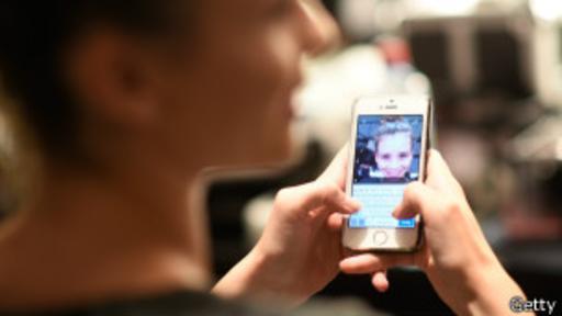 No se puede esperar una comunicación con un ancho de banda extraordinario, pero puede servir para mensajes de emergencia.