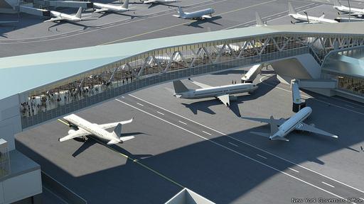 El aeropuerto,  situado en la bahía de Flushing en Queens, suele aparecer en las encuestas como el peor de EE.UU., según la opinión de los usuarios.¿Conseguirá la reforma quitarle la mala fama?