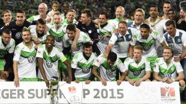 Wolfsburgo de Carlos Ascues es campeón de la Supercopa alemana