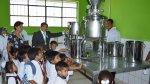 Niños de Paita consumen gratuitamente leche de 'vaca mecánica' - Noticias de paita