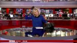 Conductora de BBC se peinaba y fue sorprendida en vivo [VIDEO] - Noticias de en vivo