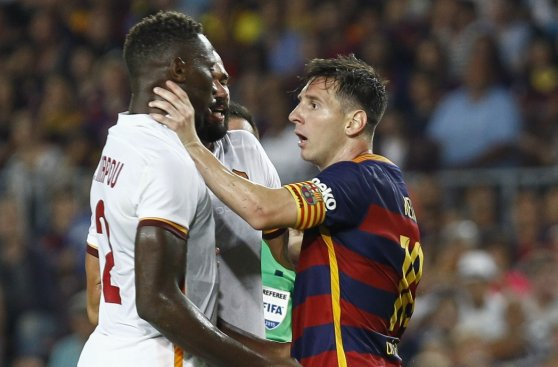 Messi: las imágenes de la agresión contra jugador de la Roma