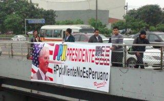 """Apristas protestan contra Kuczynski: """"PPK presidente de USA"""""""