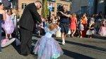 Niña con cáncer terminal celebró cumpleaños, graduación y boda - Noticias de cáncer infantil