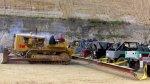 YouTube: Veinte Land Cruiser se enfrentan a un Caterpillar - Noticias de monster truck