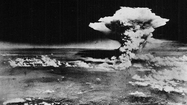 La bomba explotó a unos 500 metros sobre la superficie. (Foto: AP)