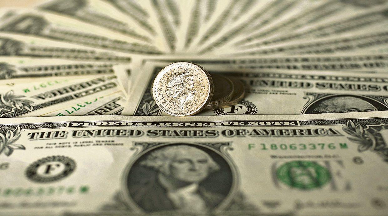 El dólar subió en el inicio de la semana por toma de posiciones de los bancos. (Foto: Getty Images)