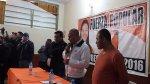 Lanzan sillas y huevos a congresistas fujimoristas en Huancayo - Noticias de federico pariona
