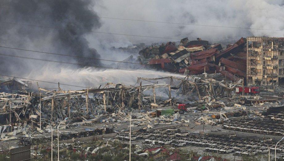 Tianjín parece una zona de guerra tras enormes explosiones