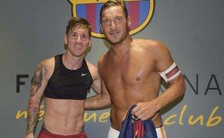 De colección: Roma subastará camiseta que Messi le dio a Totti