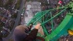 Video muestra una vertiginosa bajada de una grúa - Noticias de wembley