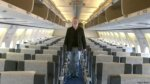 Fue el único pasajero en un avión y lo dejaron en clase turista - Noticias de nigel short