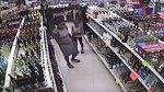 Mujer adiestró a niña para robar una botella de tequila [VIDEO] - Noticias de actos delictivos