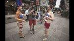 """Respaldan a las chicas en """"topless"""" de Times Square - Noticias de minnie mouse"""