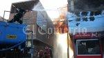 Policías hicieron labor de bomberos en voraz incendio [FOTOS] - Noticias de leoncio rodriguez