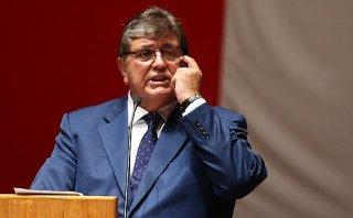 "Alan García felicita a Nadine por ""propaganda"" a favor del Apra"
