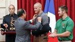 Hollande condecoró con la Legión de Honor a los héroes del tren - Noticias de armamento