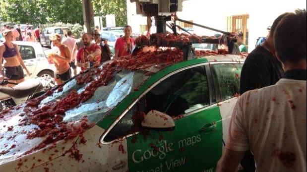 Destrozan coche de Google que iba a captar imágenes en España