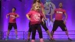 Niña con enfermedad de la médula ósea sorprende con baile - Noticias de zumba