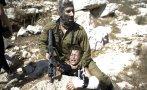 Soldado israelí arrestó brutalmente a niño palestino [FOTOS]