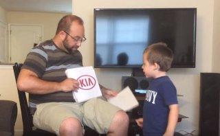 YouTube: Otro niño sorprende al reconocer marcas de autos