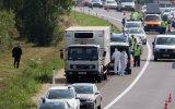 Austria: Rescatan a tres niños graves de camión de inmigrantes