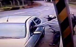 Intentaron robar a un policía y terminaron muy mal [VIDEO]