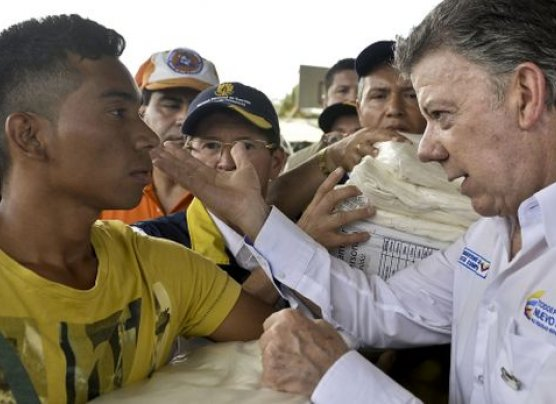 Santos critica deportaciones por nacionalidad en el siglo XXI