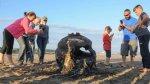 Niños jugaron con una bomba de la II Guerra Mundial en la playa - Noticias de estados unidos