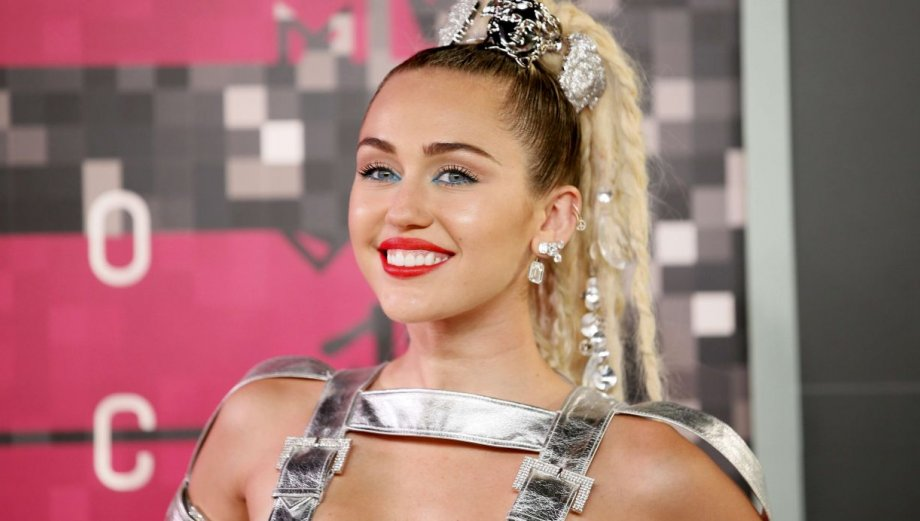 Miley Cyrus: sus excéntricos vestidos en los MTV VMA's [FOTOS]