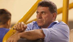 Universitario: hoy se decide continuidad del DT Luis Suárez