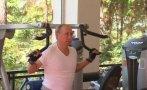 Rusia: Putin muestran su fuerza física en el gimnasio [VIDEO]