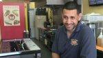 """El latino detrás del """"mejor restaurante de hot dogs"""" [VIDEO] - Noticias de perros calientes"""