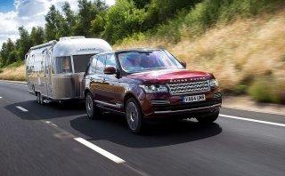 ¿Llevas un remolque? Land Rover lo hace invisible [VIDEO]