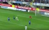 'Chicharito' falló increíble gol en su debut en Bayer (VIDEO)