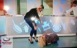 Actriz italiana trató de hacer 'split' y se lesionó en vivo