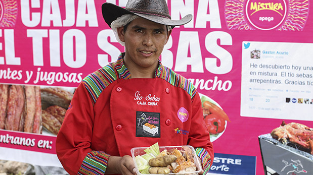 La Caja del tío Sebas participa por segundo año en Mistura, un establecimiento que opera en el terminal terrestre de Plaza Norte.(El Comercio / Alessandro Currarino)