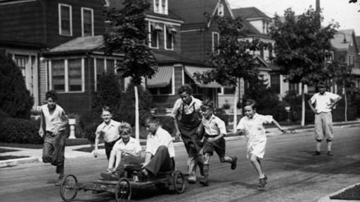 Durante la Depresión en EE.UU. en los 1930s los niños tenían que construir sus propios juguetes.