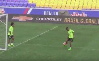 Neymar y Marcelo sorprenden con dominaditas de 'freestyle'