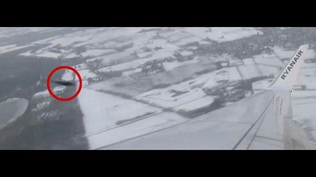 Aeromoza captó supuesto OVNI a punto de chocarse con su avión