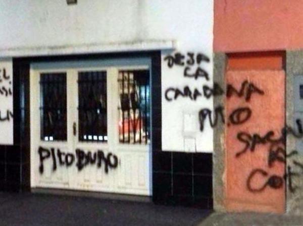 Así quedó la fachada de la casa de la abuela del Maxi Rodríguez. (Foto: Twitter)
