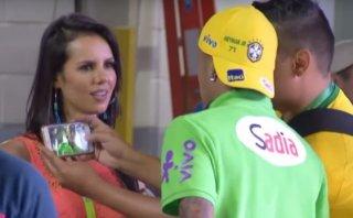 Neymar y la aficionada que se asombró al verlo de cerca [VIDEO]