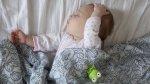 Madre te enseña cómo hacer dormir a un bebe de forma peculiar - Noticias de gary barlow