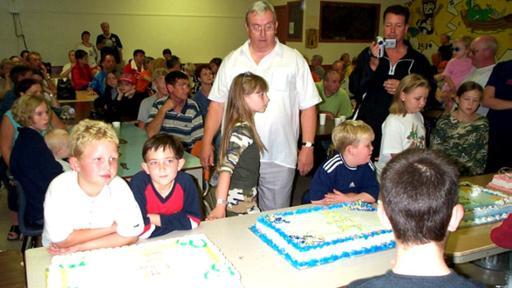 A los niños que cumplían años por esos días de septiembre del 2001 se les celebró una fiesta con tortas cocinadas por los vecinos de Gander. (Foto: Gander Townhall)