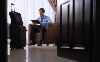 ¿Cómo identificar comentarios falsos sobre hoteles en internet?