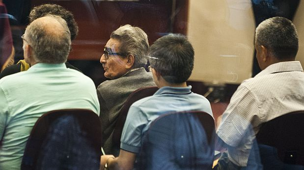 The founder and leader of the Shining Path Maoist guerrillas, Abimael Guzman (2-L), who is serving a life sentence, faces a new trial along with other members of the organization, in Lima, on January 20, 2013. This new trial regarding a car bomb attack in 1992 in the upscale Lima neighbourhood of Miraflores, which killed more 25 people.   AFP PHOTO/ERNESTO BENAVIDES